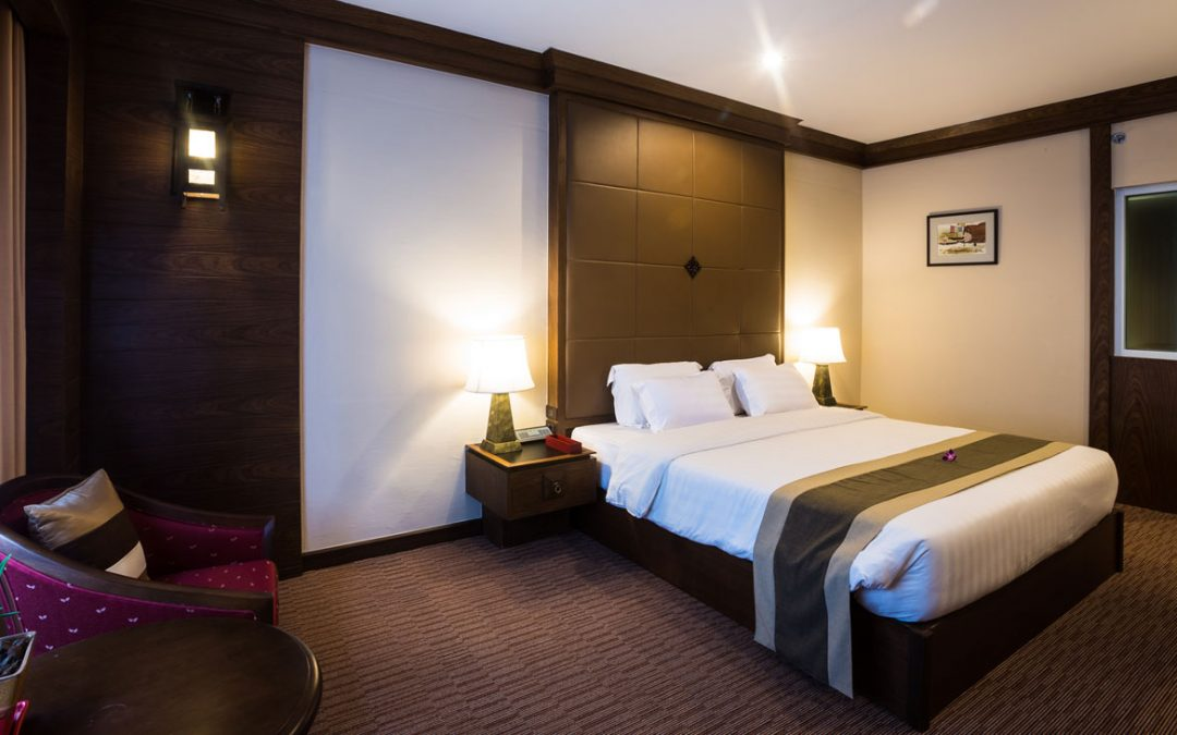 Suriwongse Hotel – Ved natmarked